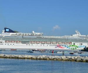 La embarcación traerá 1.764 pasajeros y 752 tripulantes.