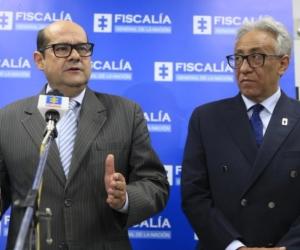El fiscal delegado de seguridad ciudadana, Luis González León; y el director de Medicina Legal, Carlos Valdés.