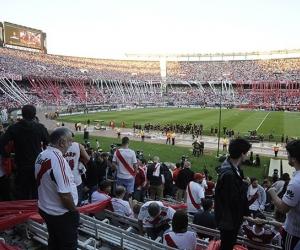 El pasado sábado pasado el bus que llevaba a los jugadores de Boca Juniors al estadio Monumental fue atacado por hinchas de River y varios jugadores resultaron heridos.