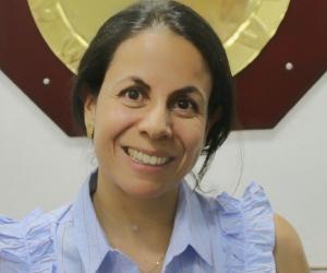 Adriana López Jamboos es administradora de empresas y cuenta con una Maestría en Investigación y Docencia Universitaria.