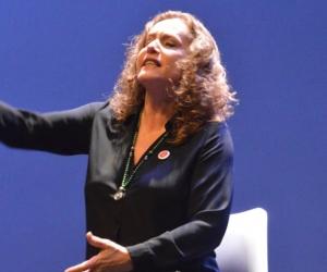 Alejandra Borrero en el Teatro Cajamag ´Pepe Vives Campo´