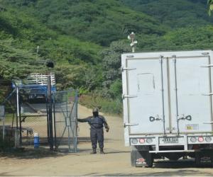 El relleno sanitario está ubicado en la vía que conduce a Bahía Concha.