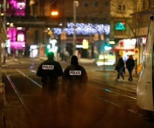 Imagen de Agencia Agencia @zonacero 4:41 pm. Martes 11 de Diciembre de 2018 MUNDO Se elevan a dos los muertos y a once los heridos por tiroteo en Estrasburgo  COMPARTIR TWEET COMPARTIR La Fiscalía lo investiga como un posible atentado terrorista.