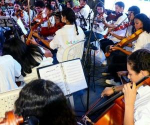 Sinfónica Distrital de la Efac en la inauguración de la calle 13