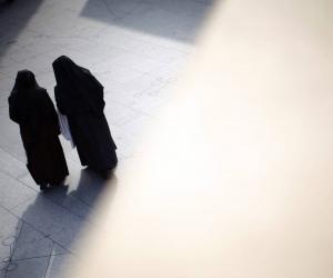 Las monjas trabajaban como directora y docente en la escuela.