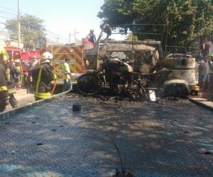 Incendió su motocicleta cuando ya estaba sobre una grúa tras ser inmovilizada.