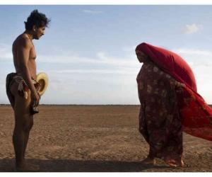 """""""Pájaros de verano"""" es una historia ambientada en los años setenta, cuando el cultivo y venta de marihuana trajo enormes riquezas, y también la decadencia, a algunas familias de la comunidad indígena wayúu, en el departamento colombiano de La Guajira."""