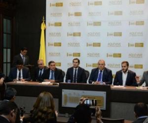 Rueda de prensa donde estaba Mauricio Gómez, junto a otros congresistas.