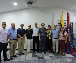 Miembros de la nueva junta directiva, en compañía Alfonso Lastra Fuscaldo, presidente ejecutivo (e) de la Cámara de Comercio.