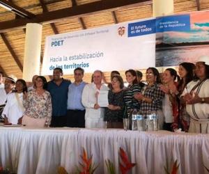 El acto de firma contó con la presencia de la Ministra de Justicia, Gloria María Borrego, quien se sumó como testigo de este proceso de concertación.