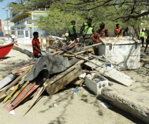 Cambuche demolido en la Bahía.