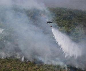 El  incendio ha dejado al menos 1.035 hectáreas quemadas.