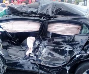 Así quedó el carro después del choque.