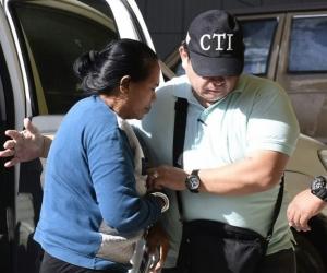 Dalila Duarte llegando al Centro de Servicios Judiciales.