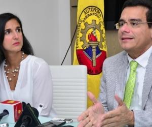 La Ministra de Educación y el rector de la Universidad Autónoma del Caribe.