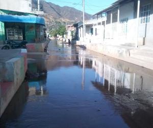 Aguas negras en el barrio María Cristina.