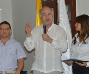 El Alcalde de Santa Marta,Rafael Martínez: el Ministro del Justicia y el Derecho, Enrique Gil y la directora de Justicia Transicional, Digna Durán  estuvieron presentes en el lanzamiento de la cartilla.