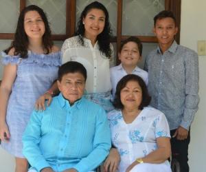 Liane Saumet junto a su familia.