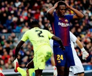 El defensa colombiano del Barcelona Yerry Mina (d) en su partido ante el Getafe.