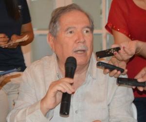 Guillermo Botero, presidente de Fenalco, durante una rueda de prensa en Santa Marta.