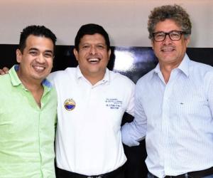 El gerente de Telecaribe,Juan Manuel Buelvas; el rector de la Unimag,Pablo Vera Salazar y el actor Yuldor Gutiérrez.