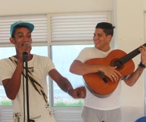 Durante la visita, Rafa Pérez y 'Patico', interpretaron la misma canción que los unió.