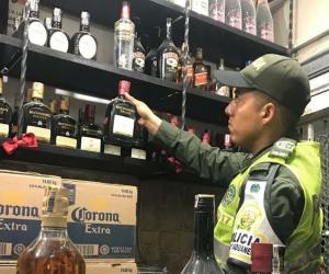 El licor incautado tenía un valor de 10 millones de pesos, de acuerdo con la Dian.