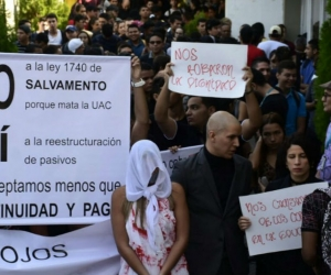 Docentes y estudiantes protestan en Uniautónoma.