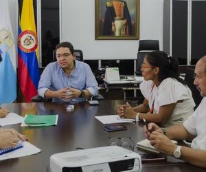Reunión adelantada entre Alcaldía, representantes indígenas y Registraduría.