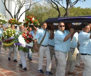 El gremio de taxistas de Santa Marta acompañó hasta la ultima morada a su compañero.