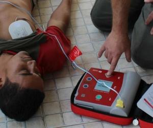 El Desfibrilador Externo Automático es un dispositivo que analiza ritmos cardíacos,