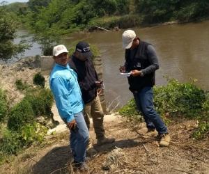 Miembros del CTI realizan inspección en Puebloviejo, por presunto aprovechamiento ilícito de recursos naturales.