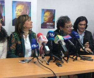 María José Pizarro, Ángela Robledo, Gustavo Petro y Gustavo Bolívar, durante la oficialización de la candidatura de Robledo.