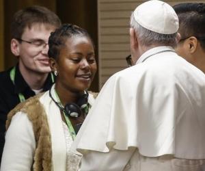 Joven nigeriana le contó al Papa Francisco que fue víctima de tráfico de personas y prostitución.