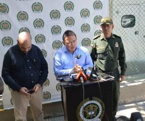 El Alcalde, Rafale Martínez en compañía del coronel Berdugo y el director de Fiscalía, Vicente Guzmán