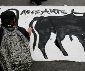 El año pasado, cuando los toros regresaron a la Santamaría en Bogotá tras cinco años de ausencia, hubo 34 heridos en las protestas de grupos antitaurinos en los alrededores de la plaza.
