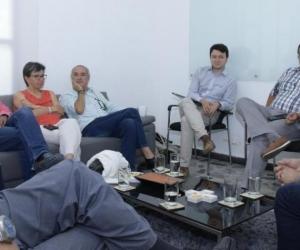 Reunión entre Claudia López, candidata vicepresidencial de Sergio Fajardo, y Carlos Caicedo.  Cortesía para El País