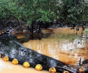 Contaminación en la quebrada La Lizama.
