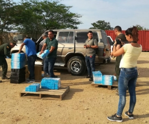 Los artículos de contrabando estaban almacenados en dos vehículos tipo camioneta.