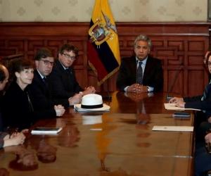 El presidente Lenín Moreno reunido con los embajadores.