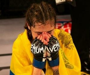 Sabina Mazo, primera colombiana en ganar un título de artes marciales mixtas.