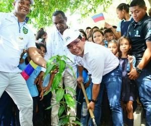 Alcalde Martínez dio inicio a la obra que debe estar lista en 12 meses.