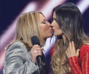 La doctora Ana María Polo y la actriz colombiana Catherine Siachoque. en los Premios Billboard Latino 2018.