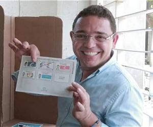Rafael Martínez ejerciendo el voto durante la campaña de 2015.