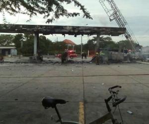 Así quedó la bomba de gasolina luego del incendio.