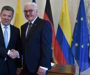 Juan Manuel Santos saluda al presidente alemán, Frank-Walter Steinmeier.