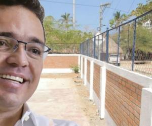 Por la construcción de un muro en el colegio de Taganga, Martínez tuvo que pagar un desacato.