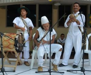 Grupos indígenas hicieron presencia en la universidad.