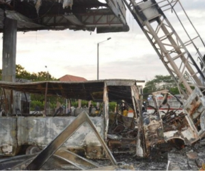 Así quedó la estación de gasolina del sector de Don Jaca, en las afueras de Santa Marta, luego que una buseta chocó contra una de la islas del lugar.