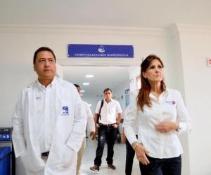 Tomás Diaz Granados (izq) y la gobernadora Rosa Cotes.